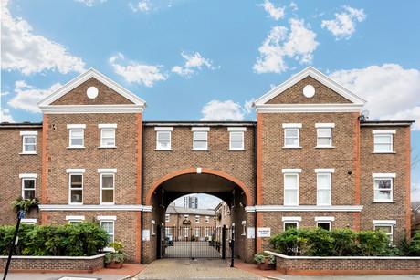 Salisbury Place, Oval
